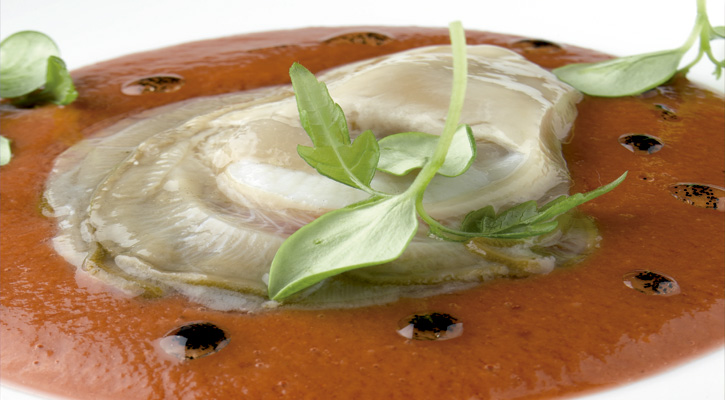 Foto: Gazpacho de remolacha con ostras y vainilla