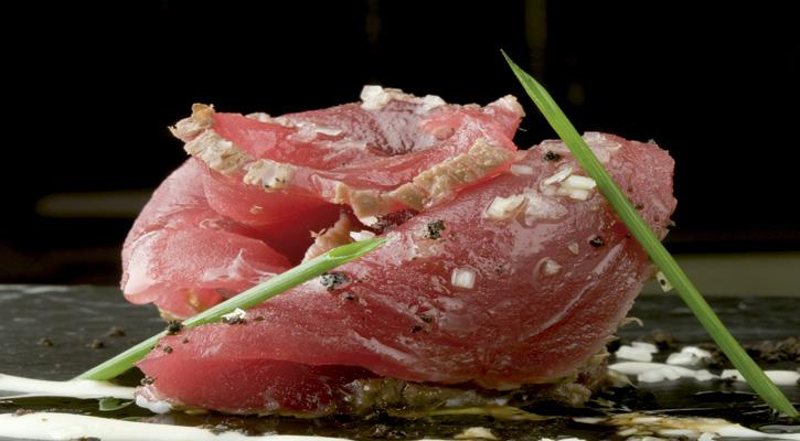 Foto: Tataki de atún con ajoblanco
