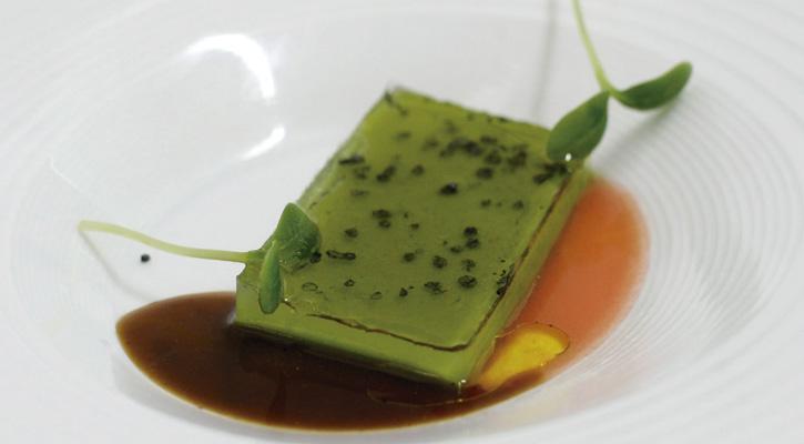 Foto: Acelga ligada con pan de escanda, aceite y un gel de verduras liofilizadas