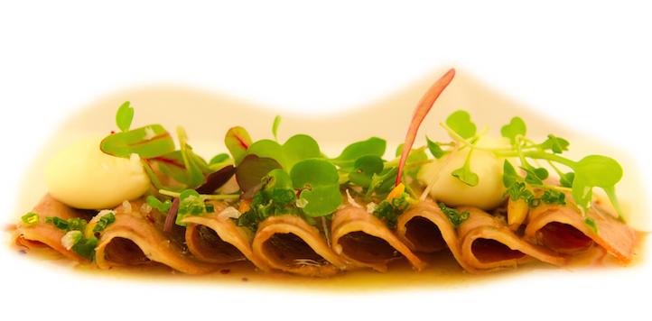 Foto: Lengua de ternera en escabeche con mousse de foie gras y brotes