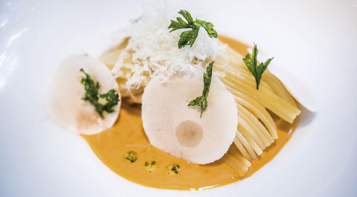 Spaghetti con reducción de langostinos y champiñon