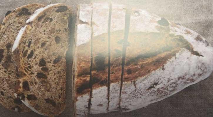 Pan de trigo, centeno, pasas y nueces