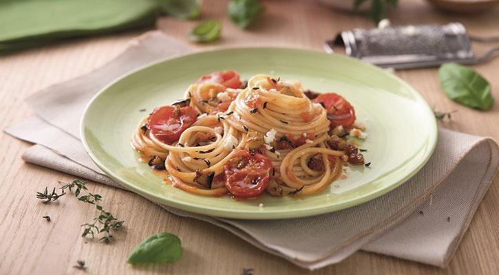 Spaghetti con berenjena, tomillo y queso cabra