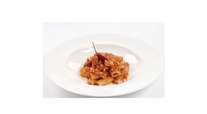 Pasta con mero en salsa picante