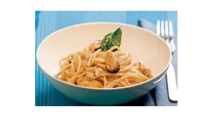 Spaguetti con mejillones y salsa picante