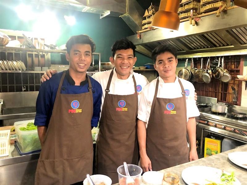 Equipo de cocina de Pou Kitchen
