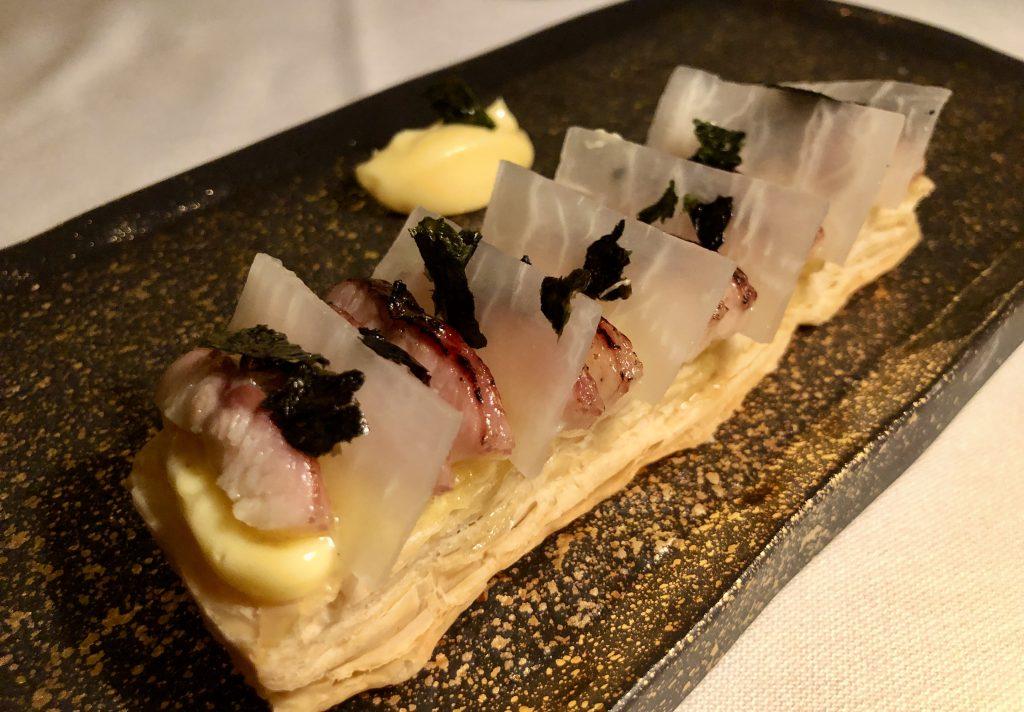Milhojas de anguila ahumada Dani Brasserie