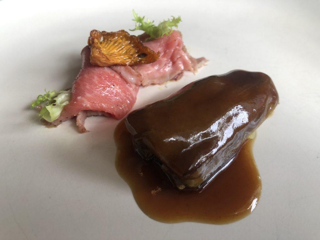 Berenjena y cerdo ibérico. Moncalvillo Moncalvillo. GastroActitud