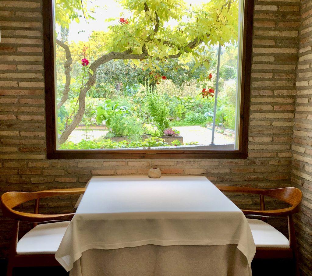 Vista de la huerta desde la sala Venta Moncalvillo. GastroActitud