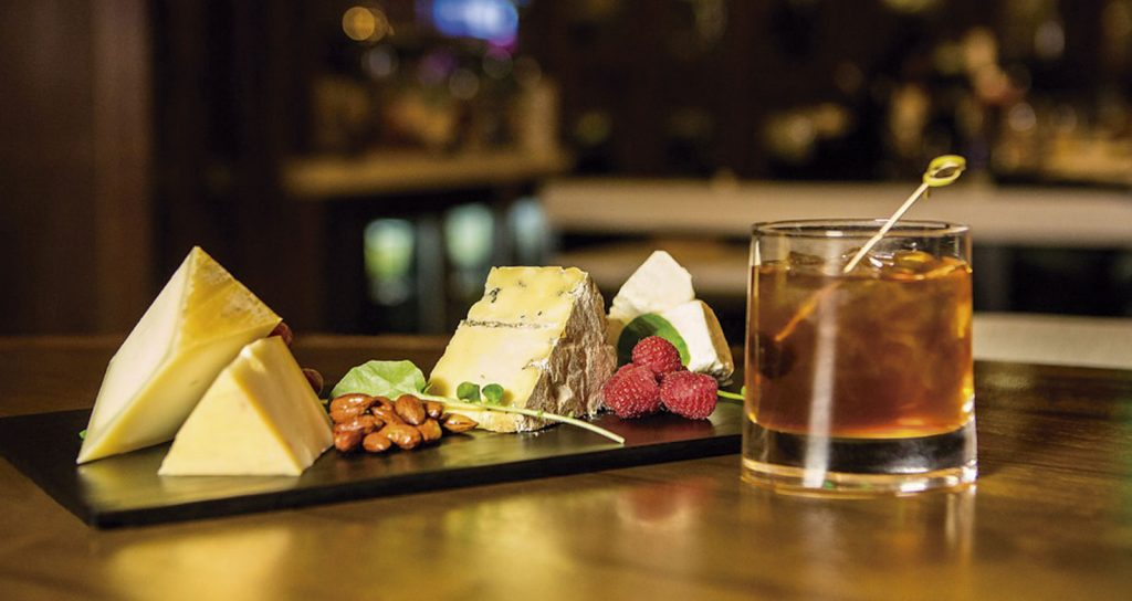 Tabla de queso y bebida