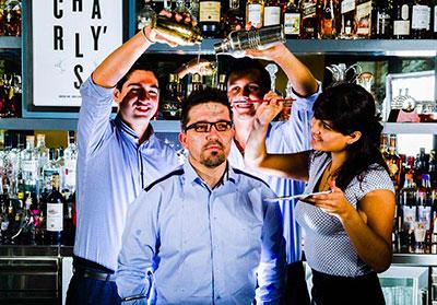 Carlos Moreno y el equipo de Charly´s Bar