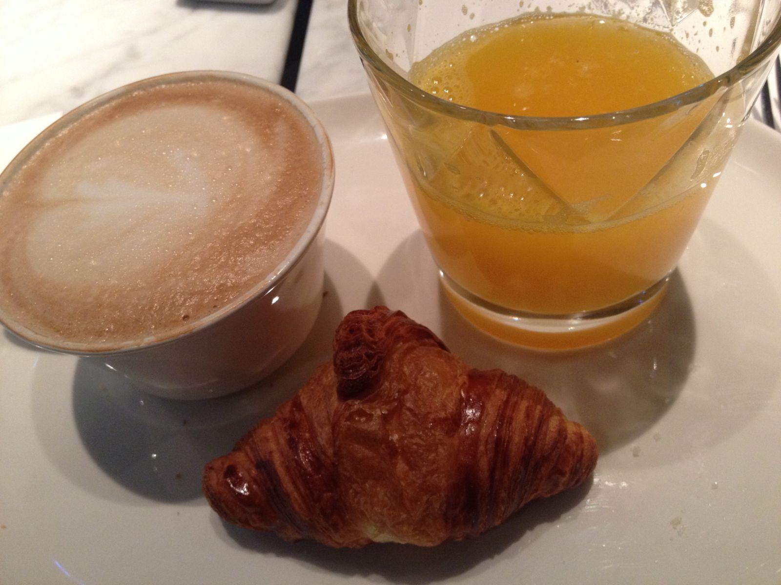 Café, crausan, zumo